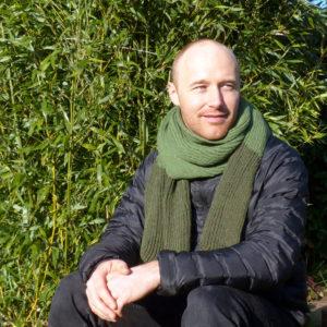 écharpe bi-couleur vert kaki tricotée en côtes anglaises. Chaude, douce et agréable à porter.