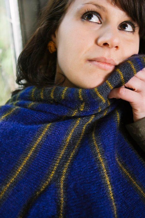 châle violet et jaune tricoté par charlotte tricote, achat en ligne sur le site.