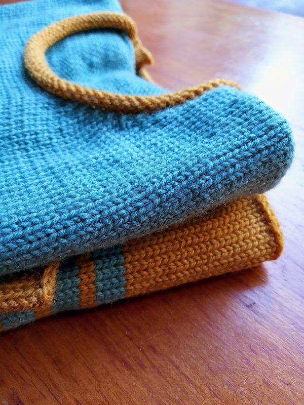 Pull enfant ample tricoté en 100% laine BB Mérinos, très doux et agréable à porter. Ce pull tient bien chaud.