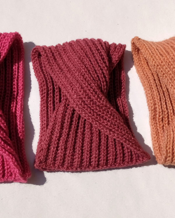 Bandeau bébé confortable tricoté par Charlotte Tricote.