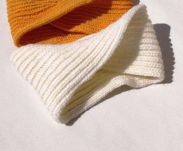 tour de tête blanc tricoté en côtes anglaises, élastique.