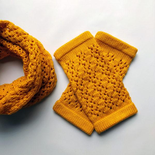 Mitaines tricotées avec de jolies couleurs par Charlotte Tricote.