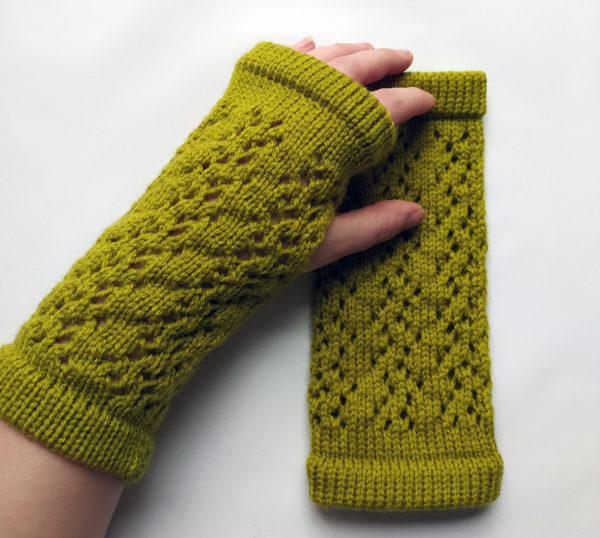 Mitaines tricotées avec un mélange laine-polyamide, chaudes, idéales pour l'hiver, par Charlotte Tricote.
