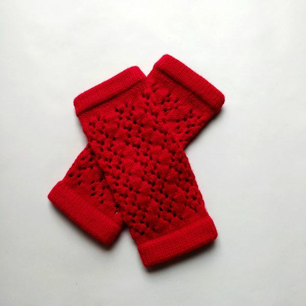 Mitaines agréables à porter, réalisées par Charlotte tricote.