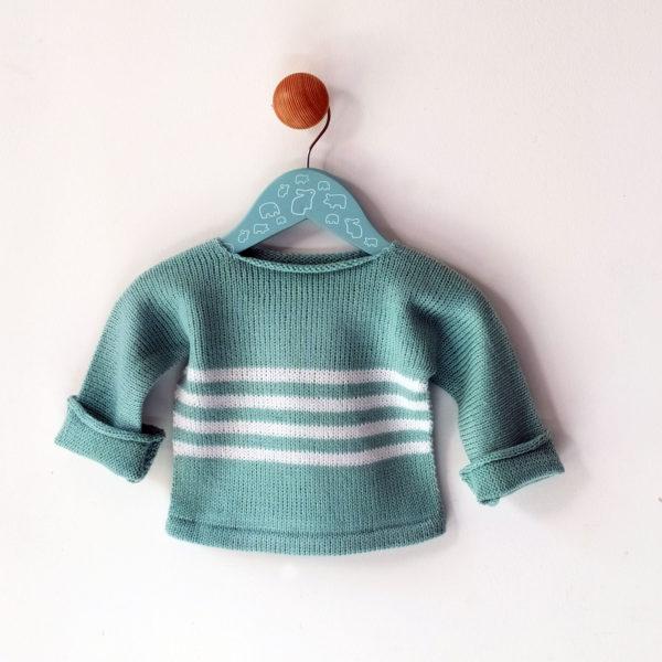 pull enfant 3 mois bleu-blanc réalisé avec de belles finitions, achat en ligne sur mon site charlotte tricote.fr