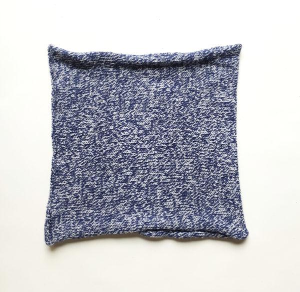 cache cou bleu chiné tricoté par Charlotte Tricote.