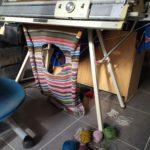 Pull à rayures en cours de réalisation sur ma machine à tricoter.
