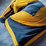Projet expérimental, cocon tricoté par charlotte tricote. Création pour le théâtre, la danse, le spectacle vivant.