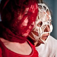 masques tricotés et crochetés à la main pour spectacle de danse. En coton et en laine.
